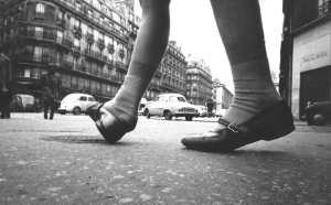 Jean-Louis-Swiners.-La-petite-fille-de-la-rue-Soufflot-(Paris-vu-par-un-chien,-1962)